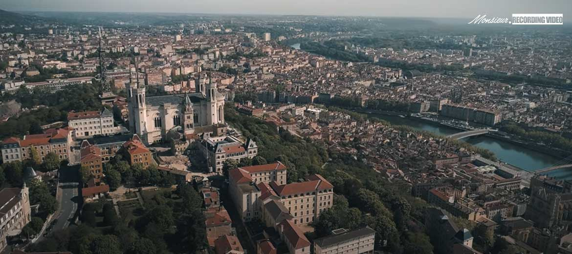 lyon-capitale-actualites-presse-monsieur-recording-video-drone-confinement-covid